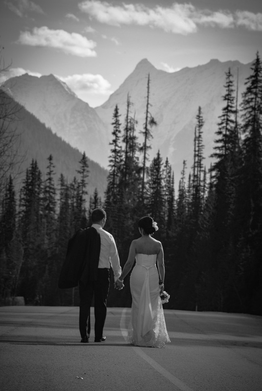 wedding-photographer-emerald-lake-lodge-golden-bc